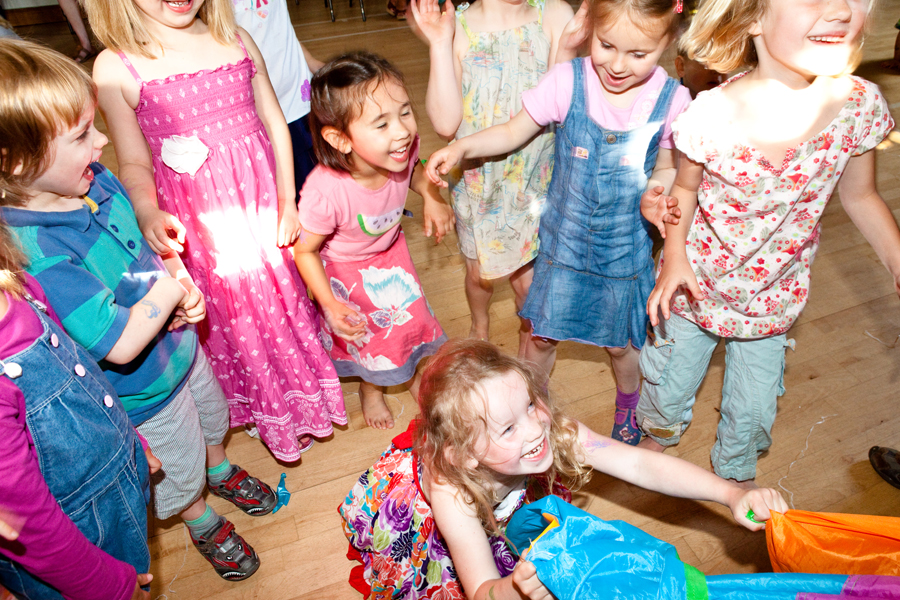 Childrens Party Entertainers London Cambridge - Happy Kinder Parties